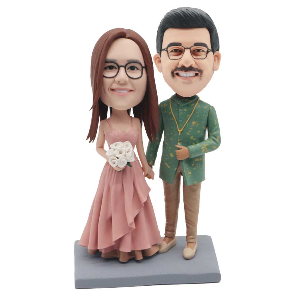 Custom-Couple-Wedding-Bobblehead-In-Retro-Dressed