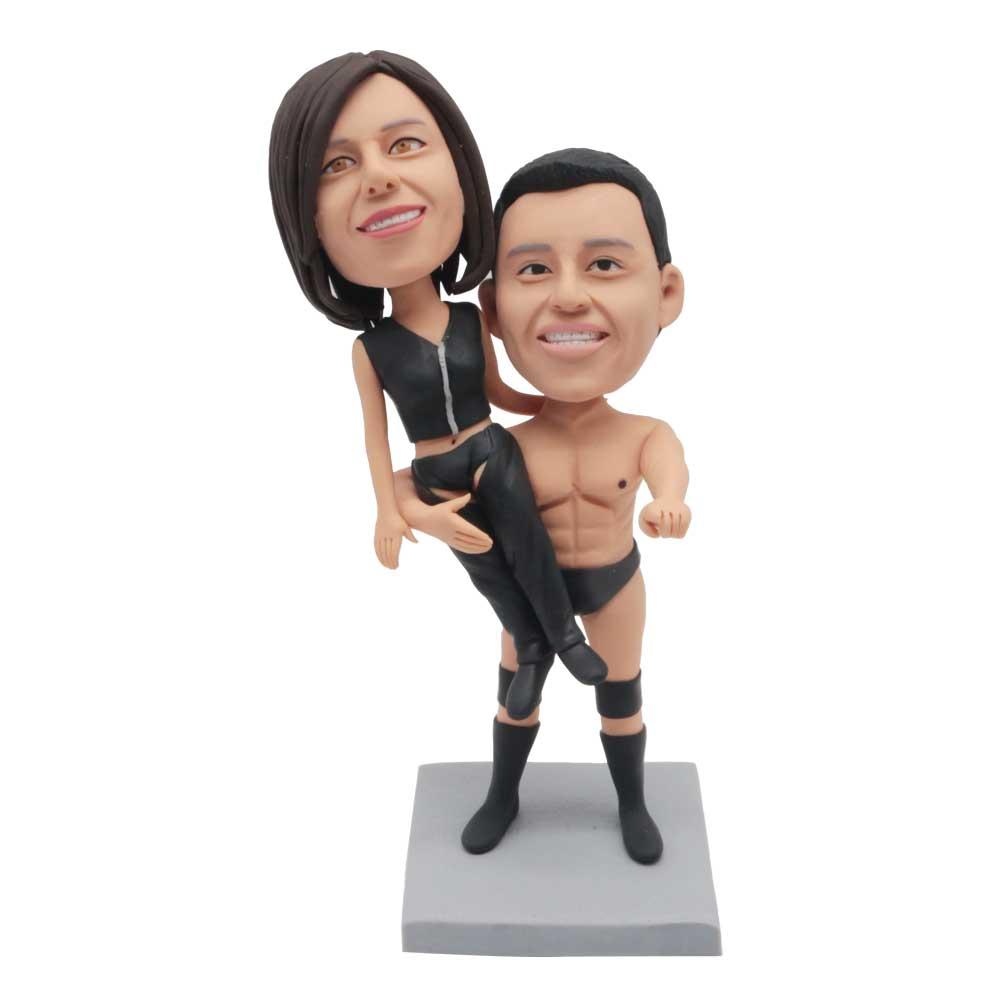 Custom-Couple-Bobblehead-Strong-Boyfriend-Carry-His-Girlfriend
