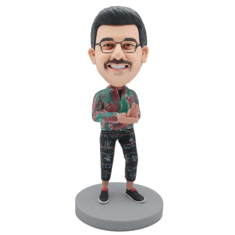 Custom-Male-Leisure-Bobblehead-In-Red-And-Green-Shirts-And-One-Hand-OK-Sign.