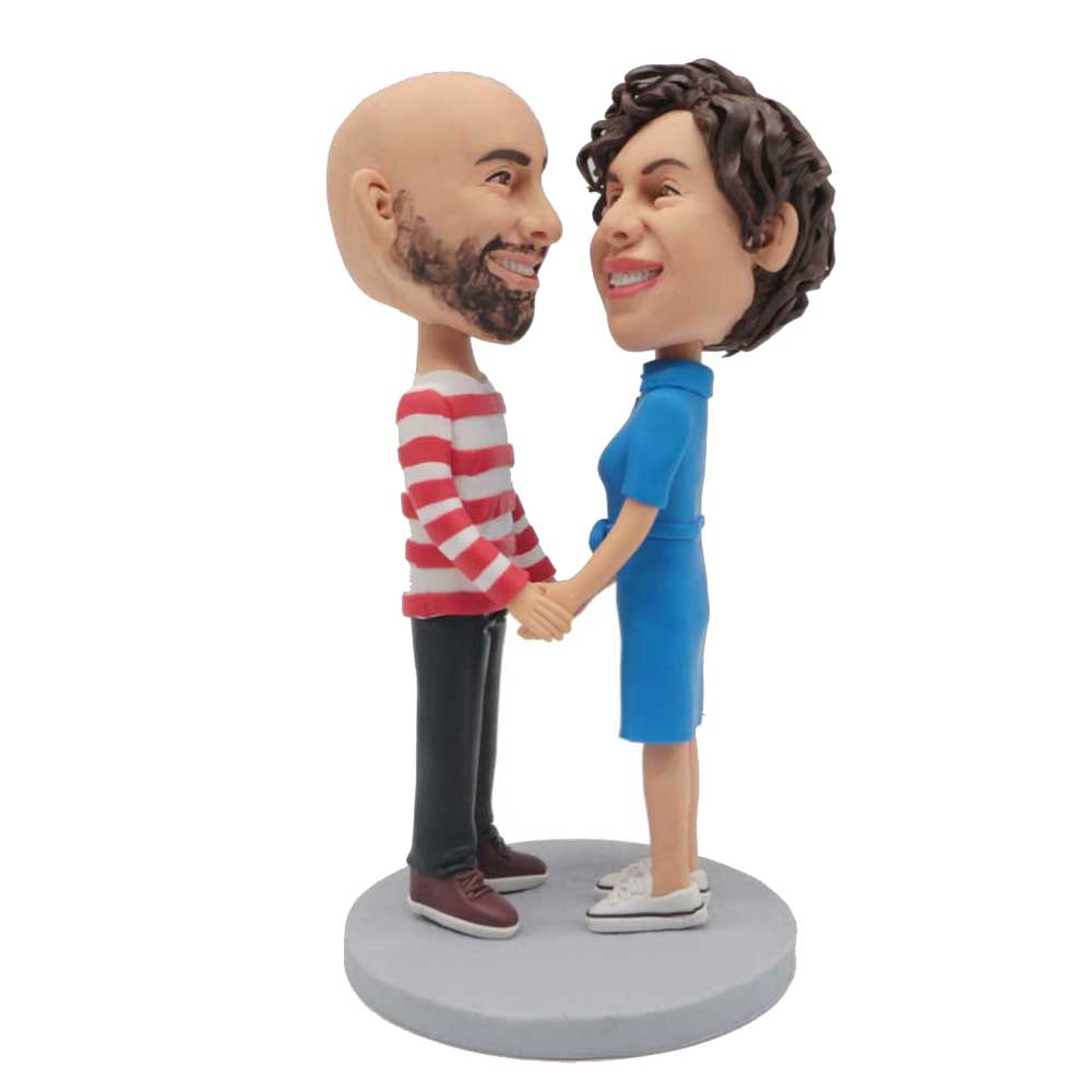 Custom-Sweet-Couple-Bobblehead-Looking-At-Each-Other