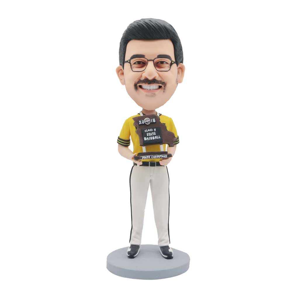 Custom-Male-Baseball-Player-Bobblehead-In-Professional-Uniform-With-Medal