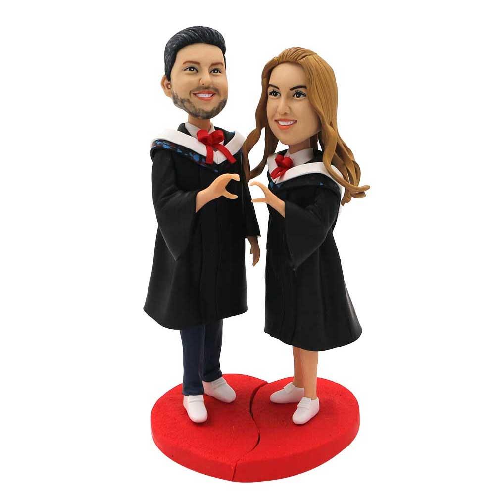 Custom-Sweet-Graduates-Couple-Bobblehead-In-Black-Gown